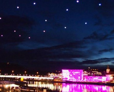 Quadrocopters Light Show