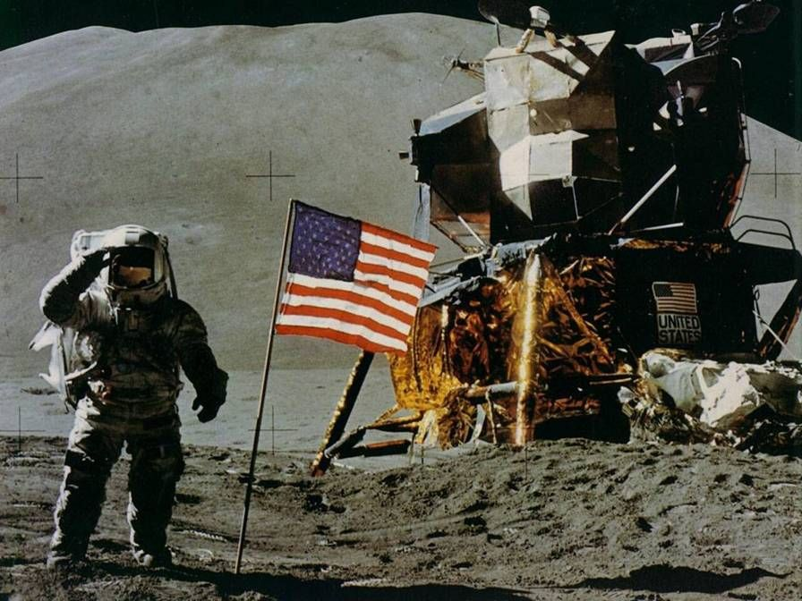 Top 10 Reasons The Moon Landings Could Be A Hoax | Tech ...