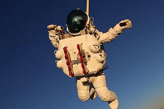Alan Eustace Has Broken Record for the Highest Skydive