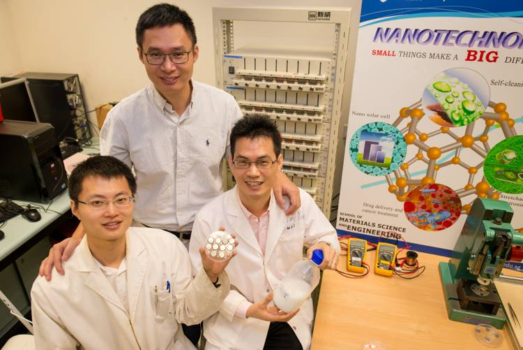 Research team with their invention - Titanium dioxide battery